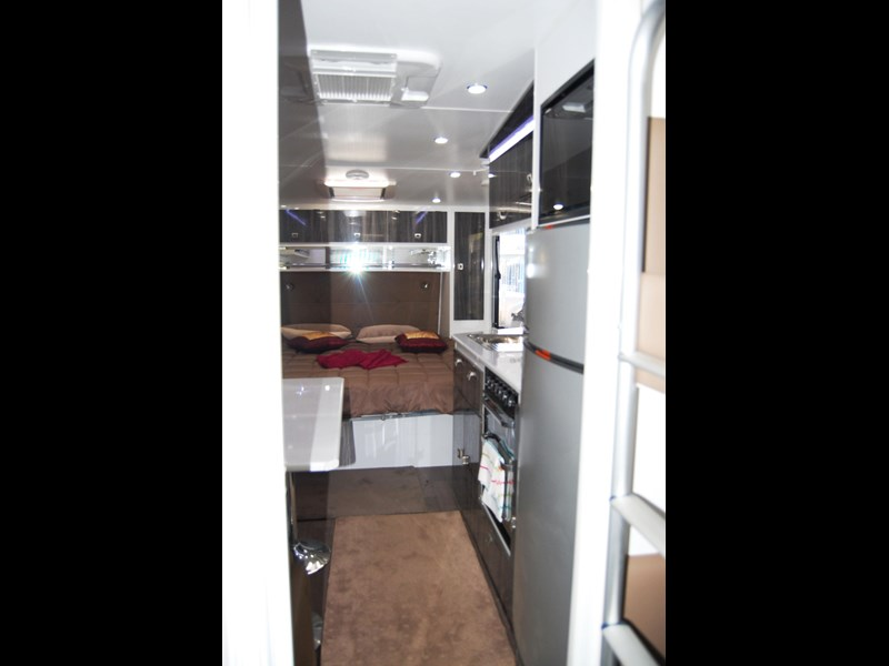 design rv forerunner family f2 21' outback 494753 035