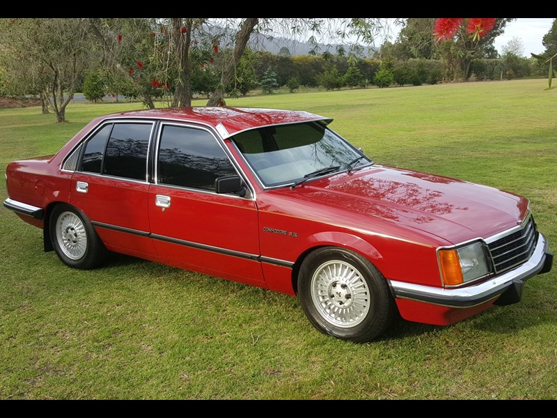 holden commodore 652694 001