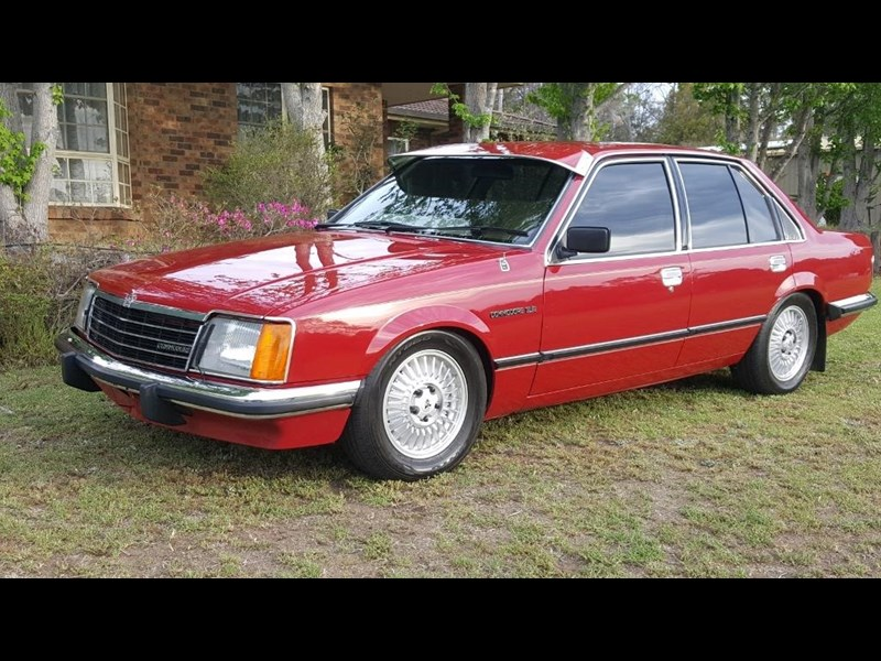 holden commodore 652694 003
