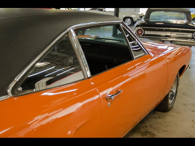 plymouth road runner 536401 055