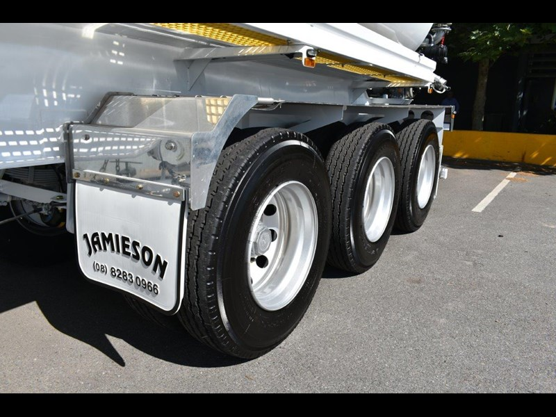 jamieson all-purpose remote control tri-axle semi water tanker 28kl 654732 045