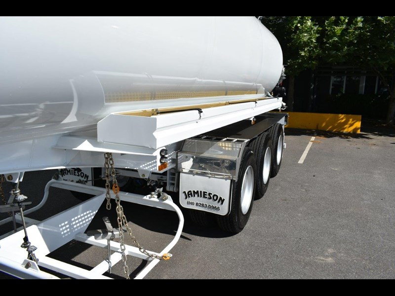 jamieson all-purpose remote control tri-axle semi water tanker 28kl 654732 047