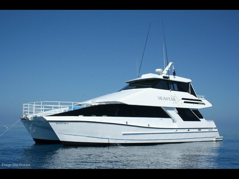 custom custom charter powercat 158073 001