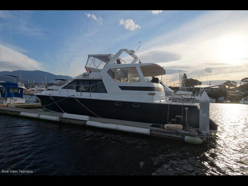 "prima 55 flybridge cruiser ""true blue"" 459627 011"