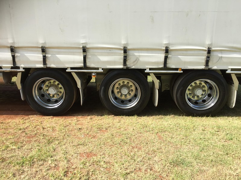 krueger b double curtainsider 660056 035