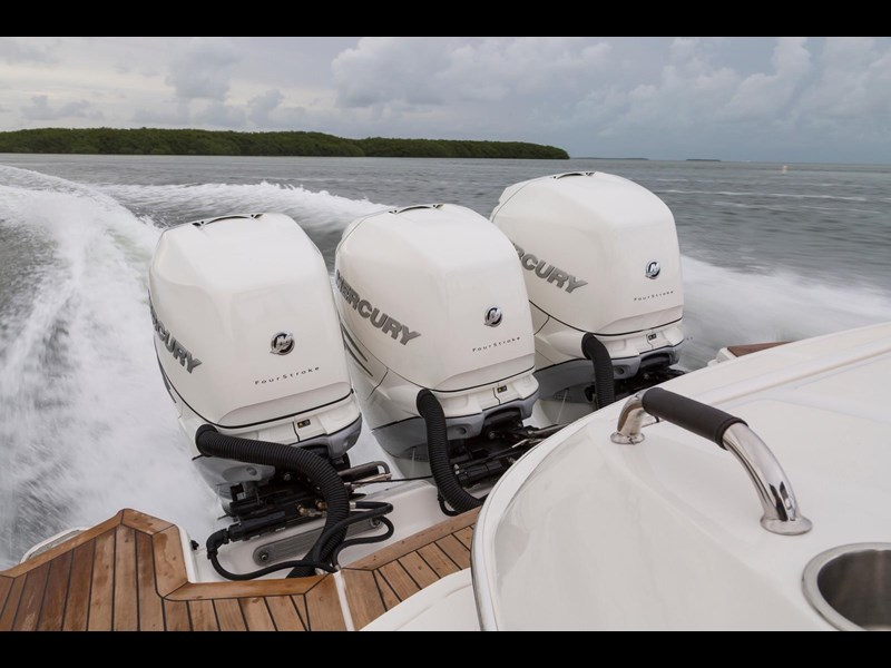 sea ray slx 350 outboard 434374 069