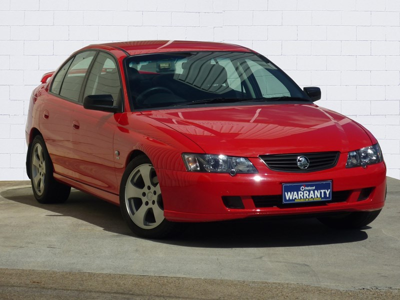 holden commodore 669002 001