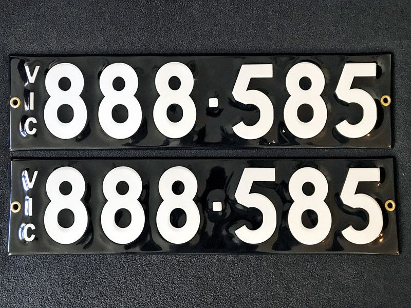 number plates - 672067 001