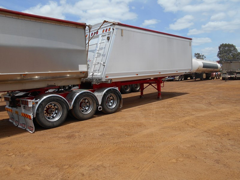 chassis line sliding a trailer 673424 005