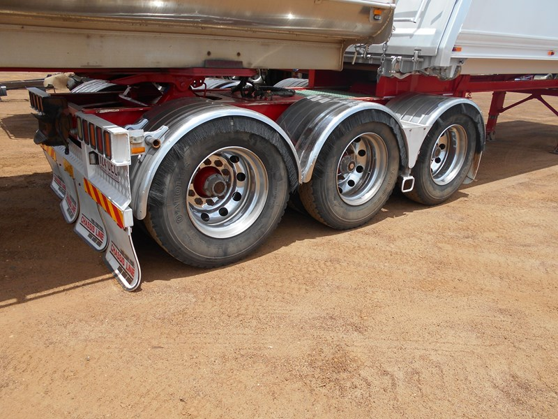 chassis line sliding a trailer 673424 011