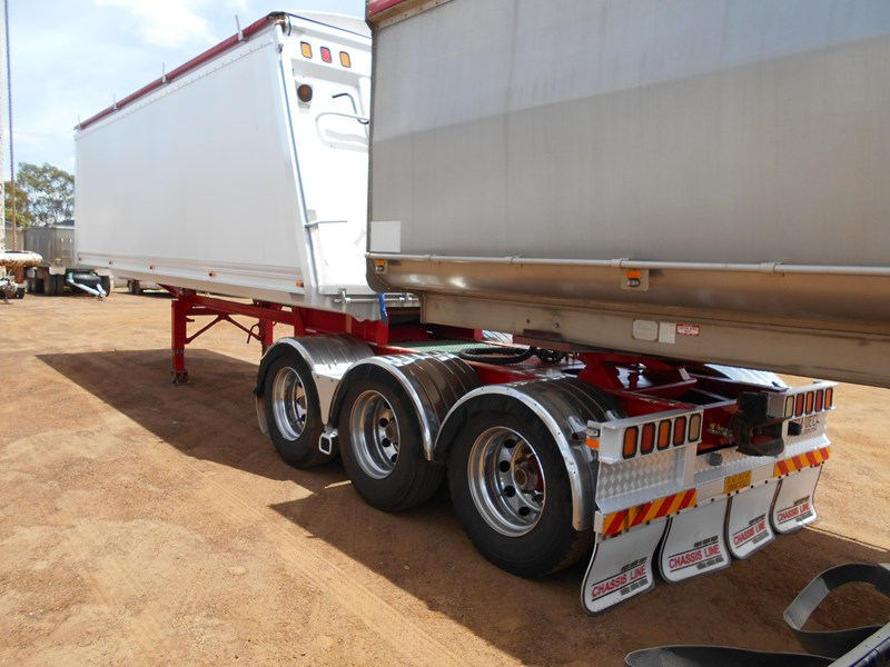 chassis line sliding a trailer 673424 007