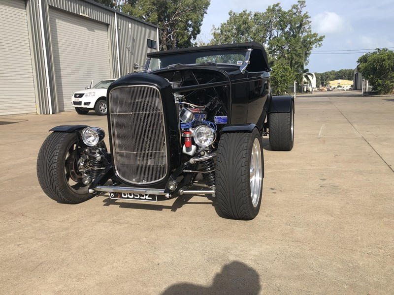 ford roadster 673728 003