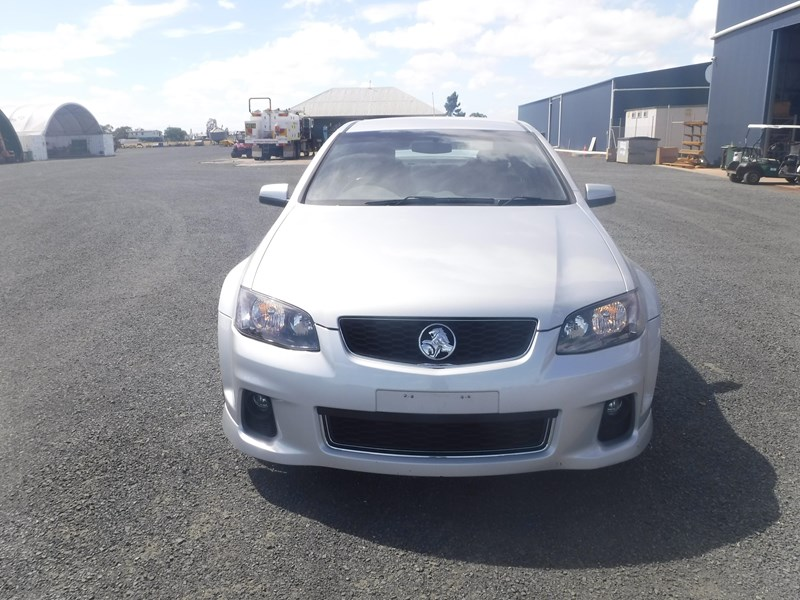 holden commodore 675022 009
