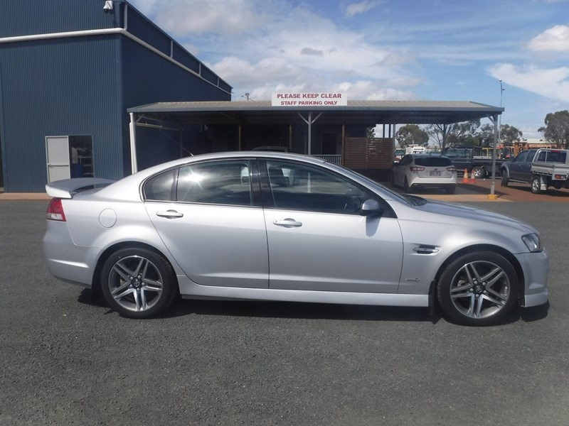 holden commodore 675022 007