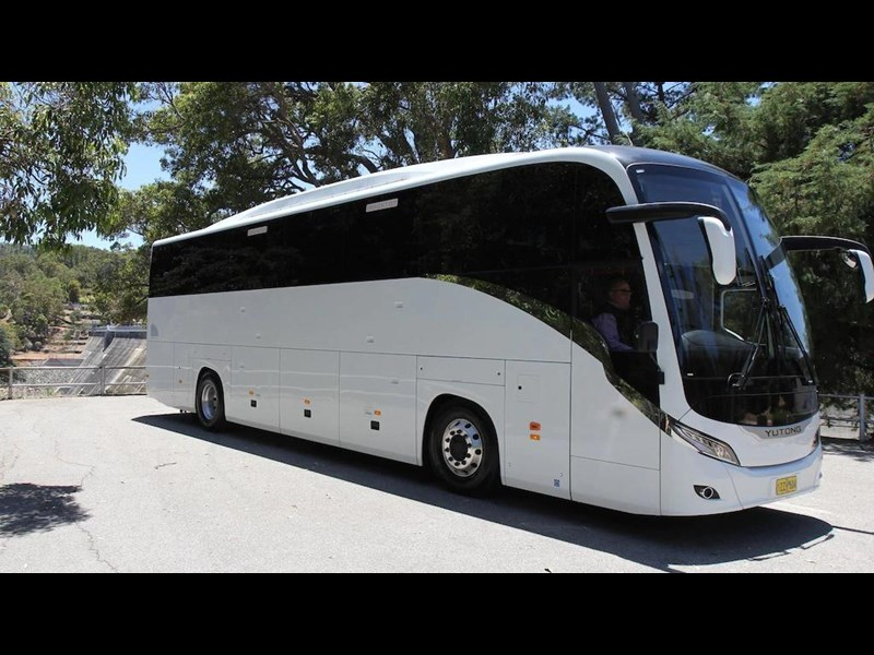 yutong c122 luxury coach 675821 001