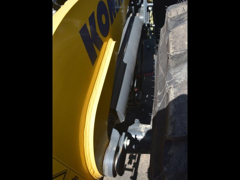 komatsu wa200-8 hitch, forks, 4in1 available 676713 029