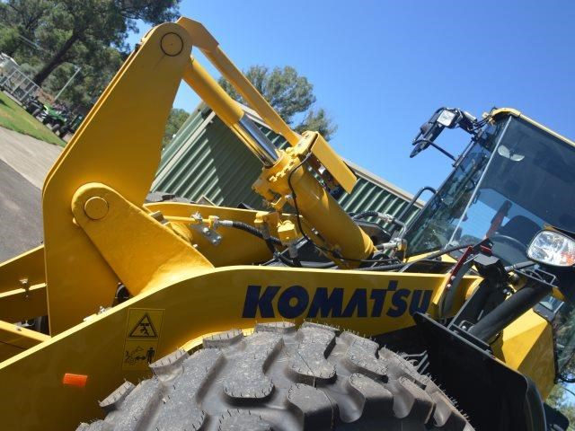 komatsu wa200-8 hitch, forks, 4in1 available 676713 031
