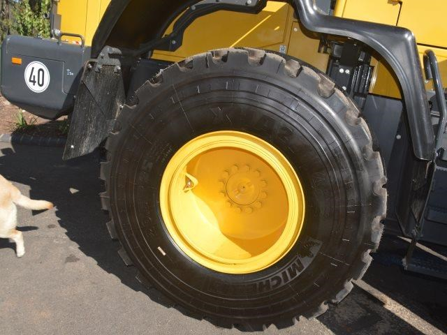 komatsu wa200-8 hitch, forks, 4in1 available 676713 057