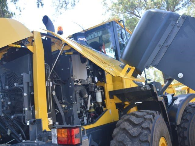 komatsu wa200-8 hitch, forks, 4in1 available 676713 161