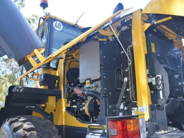komatsu wa200-8 hitch, forks, 4in1 available 676713 163