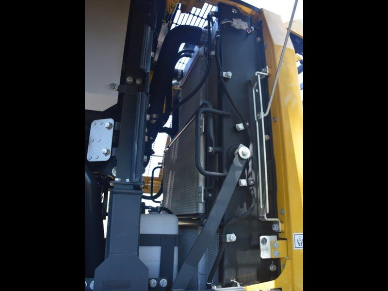 komatsu wa200-8 hitch, forks, 4in1 available 676713 167