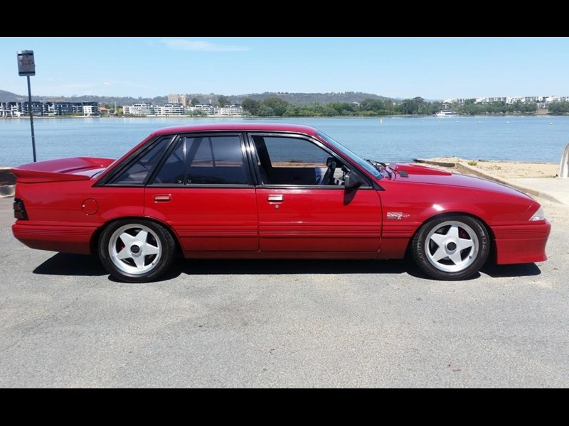 holden commodore 679685 003