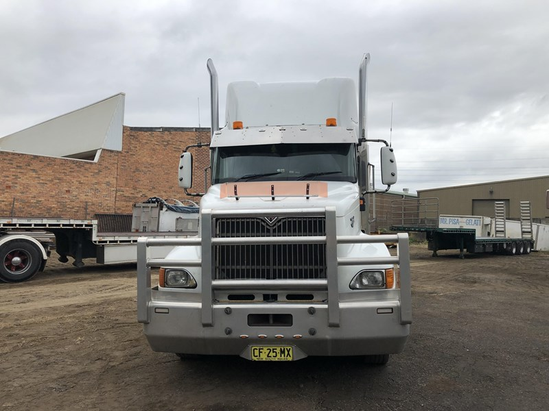 international 9200i eagle 680360 005