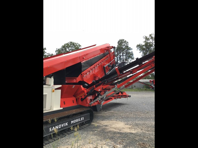 sandvik qa331 mobile screen - with vibrating grid 680919 007