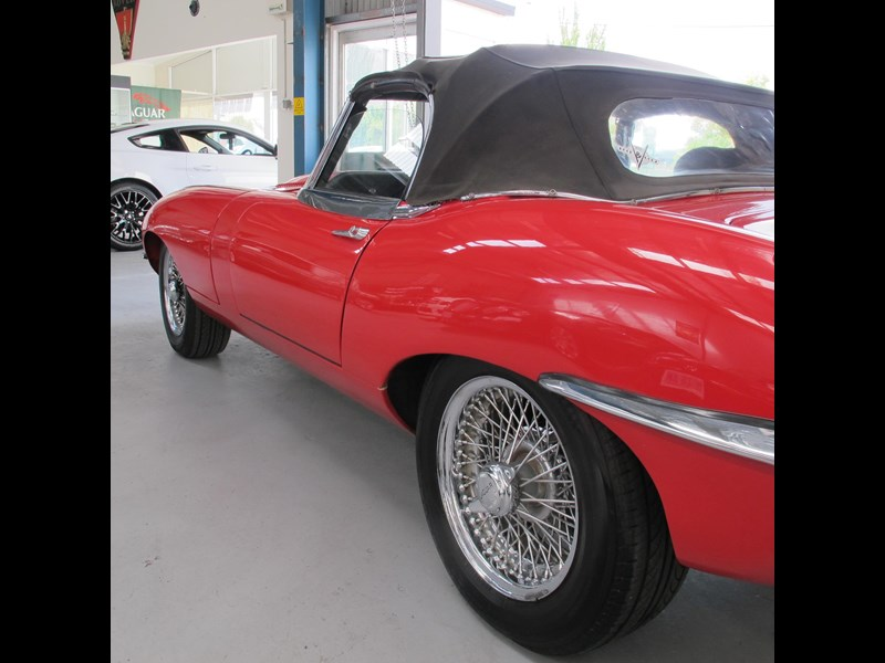 jaguar e-type 683047 013