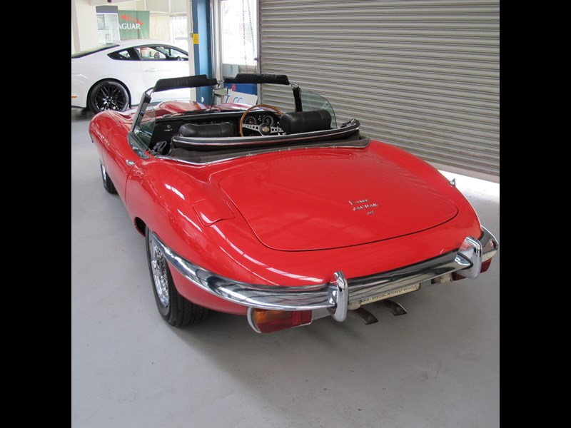 jaguar e-type 683047 009