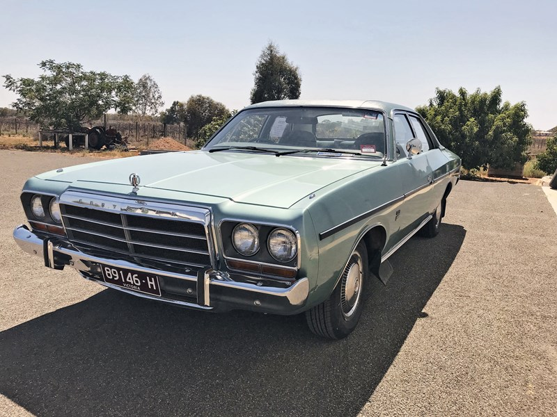 chrysler valiant 688100 001
