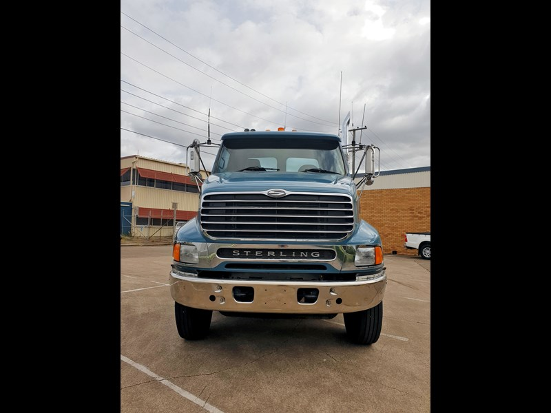 ford sterling 688211 003