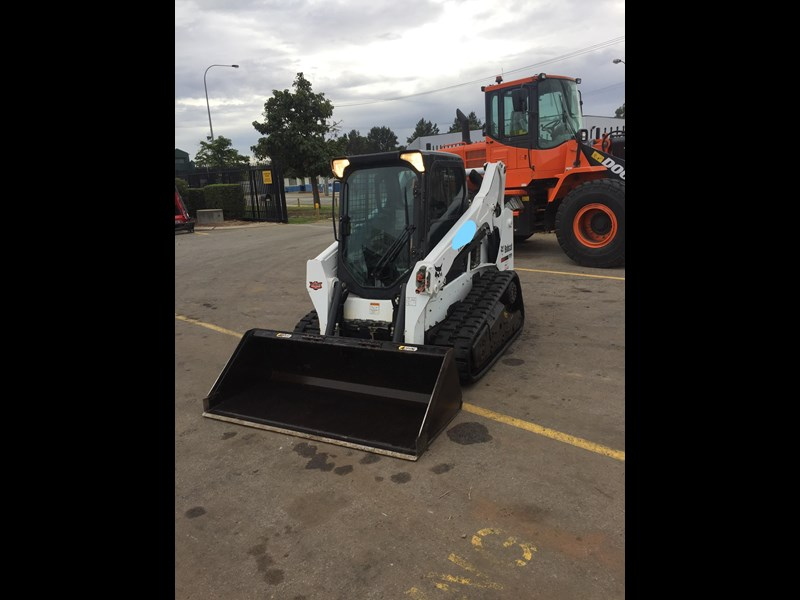 bobcat t590 - near new - price reduced 690233 009