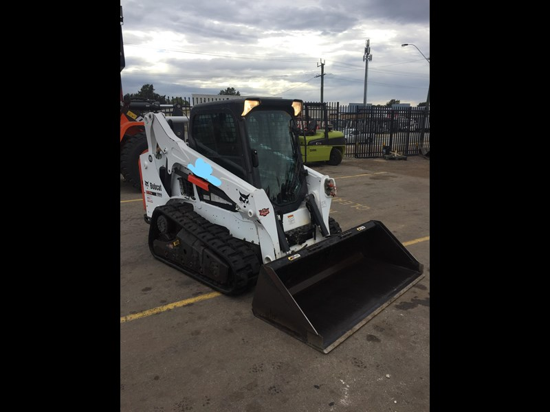 bobcat t590 - near new - price reduced 690233 011