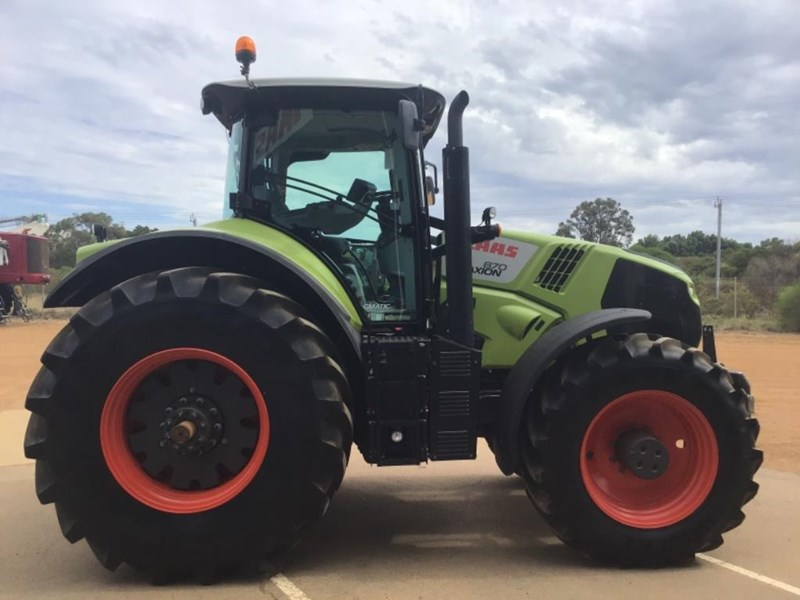 claas axion 870 692111 009