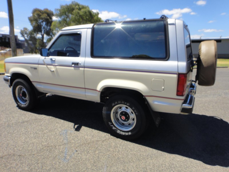 ford bronco 693402 009
