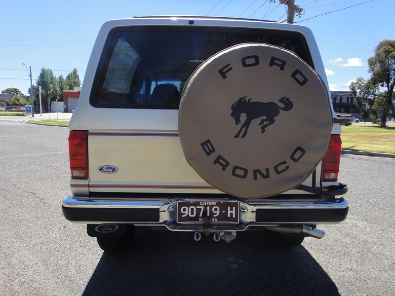 ford bronco 693402 011
