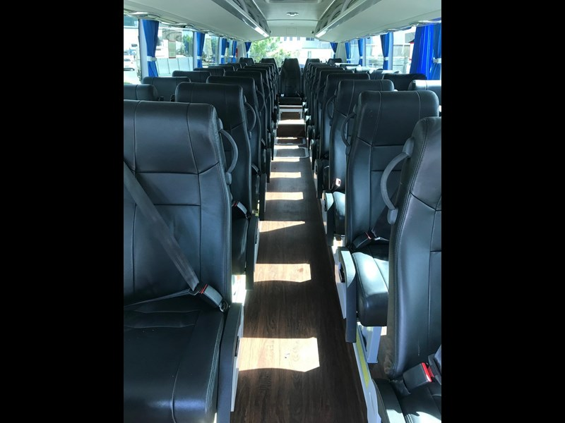 yutong 39 seat luxury coach 693748 021