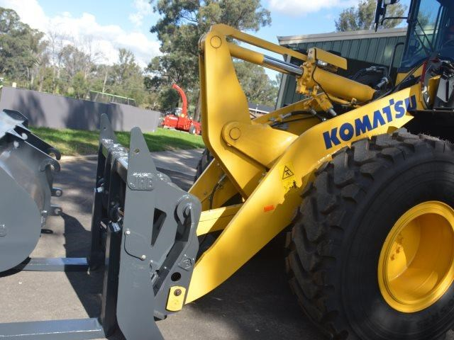 komatsu wa200-8 hitch, forks, 4in1 available 676713 187