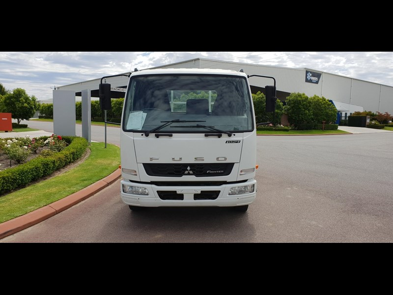 fuso fighter 1024 642294 017