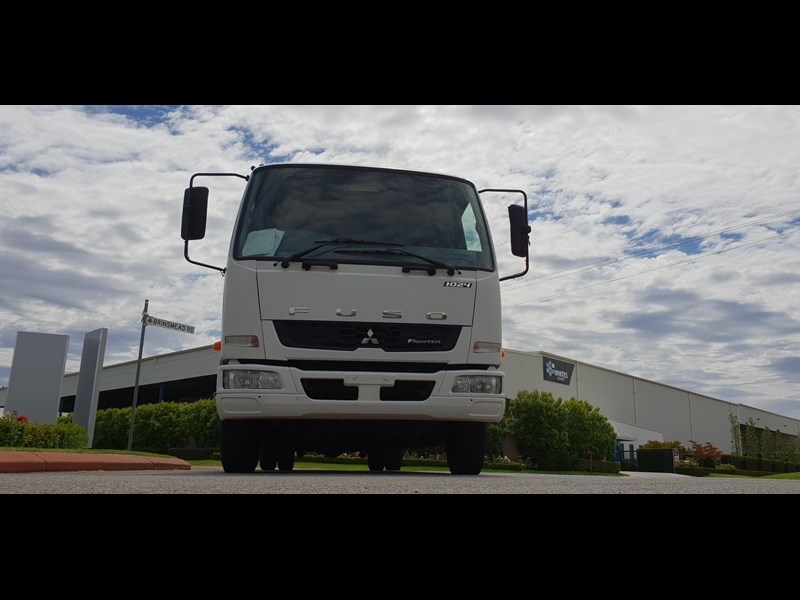 fuso fighter 1024 642294 019