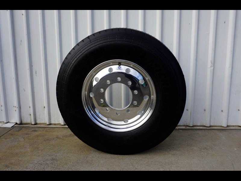 alcoa 10/285 12.25x22.5 polished supersingle with 385/65r22.5 michelin xfe 697381 003
