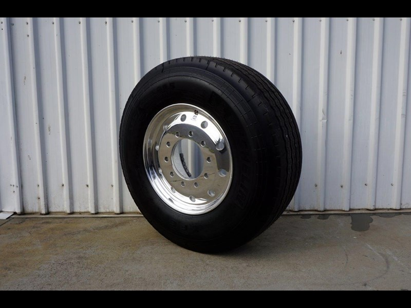 alcoa 10/285 12.25x22.5 polished supersingle with 385/65r22.5 michelin xfe 697381 005