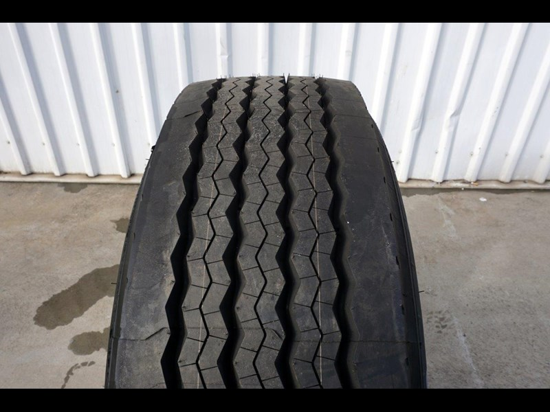alcoa 10/285 12.25x22.5 polished supersingle with 385/65r22.5 michelin xfe 697381 007