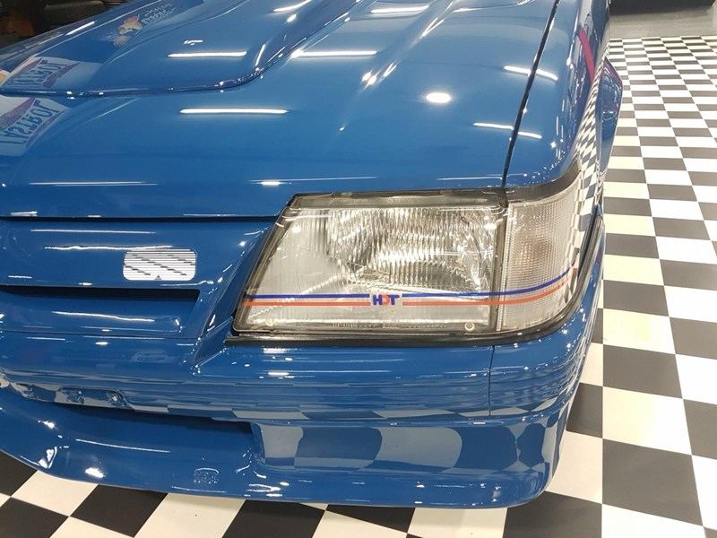 holden commodore 698865 089