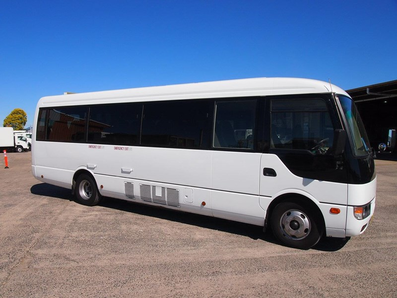 fuso rosa deluxe 25 seats 699616 005