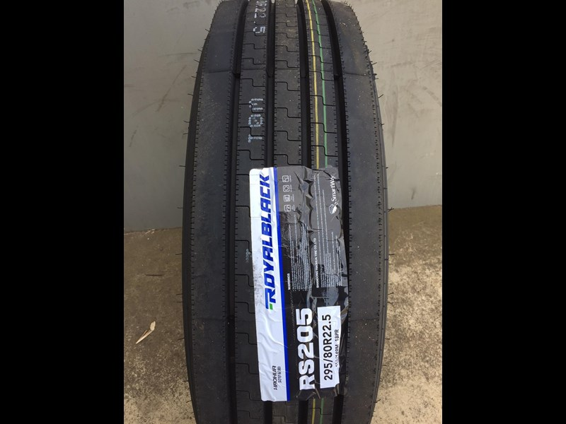 royal black 295/80r22.5 699640 001