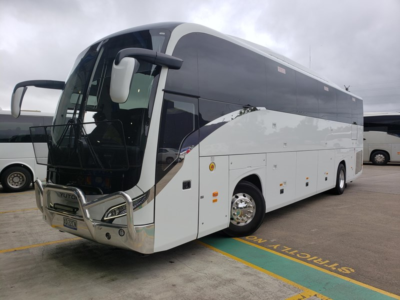 yutong c122 luxury coach 700584 001