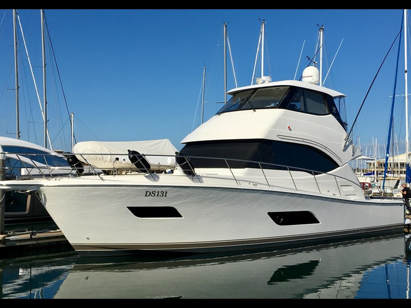riviera 52 enclosed flybridge 701021 001