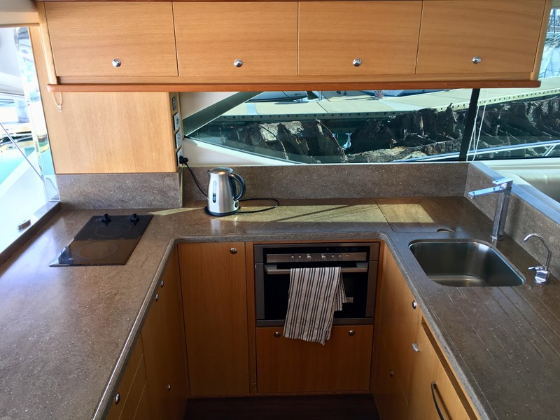 riviera 52 enclosed flybridge 701021 017